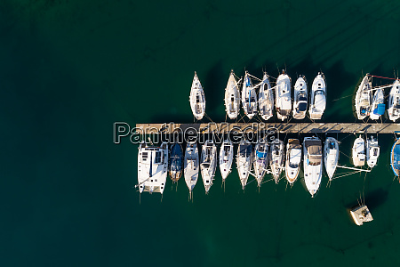 luftaufnahme, über, von, booten, die, am, yachthafen - 27540213