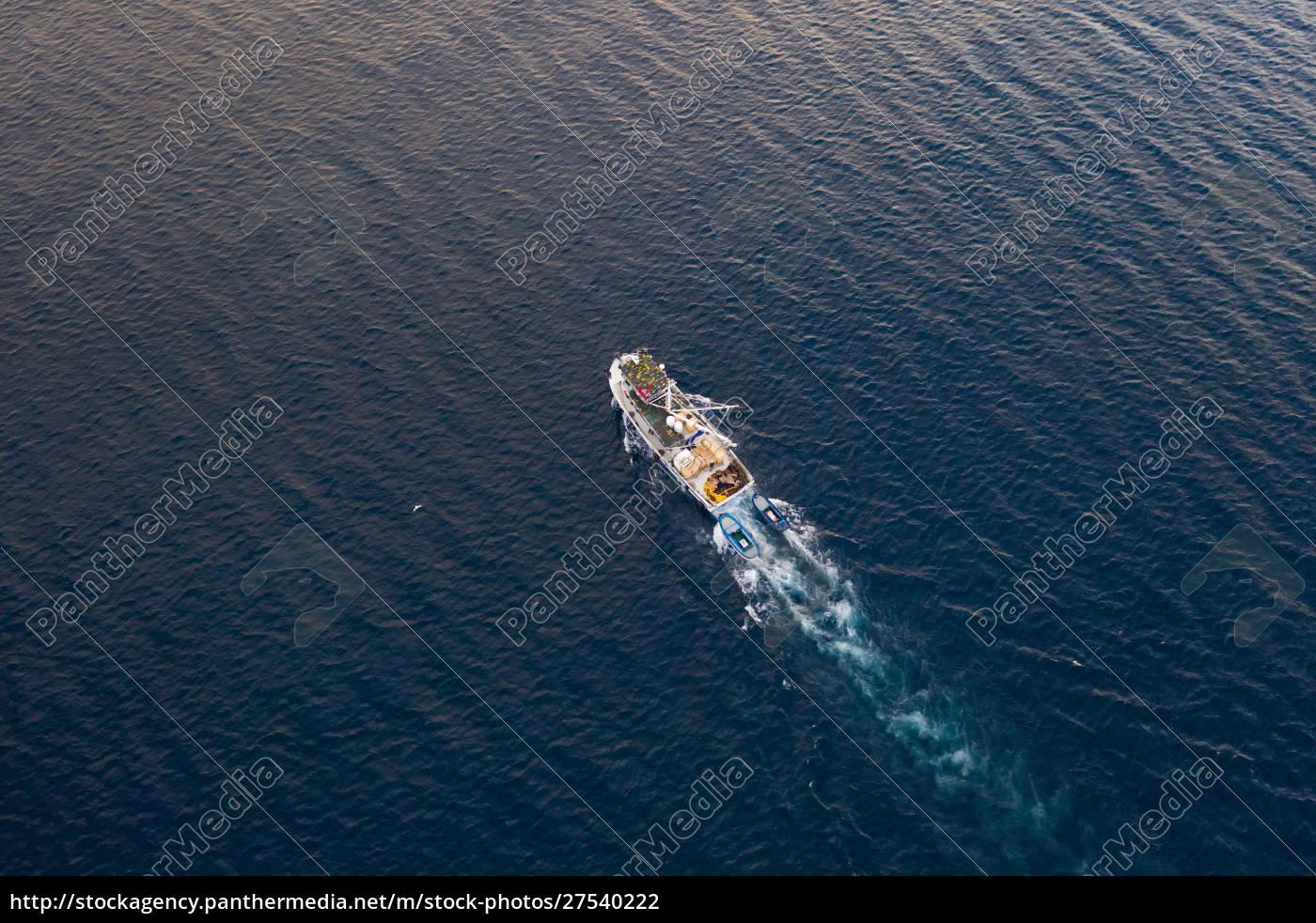 luftaufnahme, des, fischerbootes, segeln, an, der - 27540222