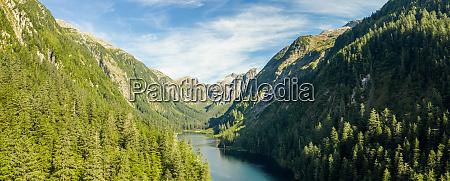 panoramablick auf medvejie lake tongass national