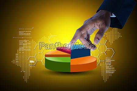 geschaeftsmann zeigt kreisdiagramm im farbhintergrund
