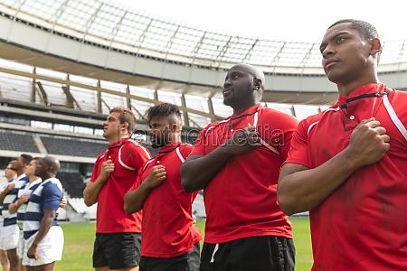 rugby teams verpflichten sich im stadion