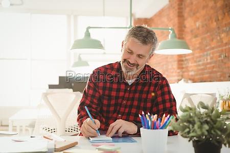 executive schreiben auf haftnotizen im buero
