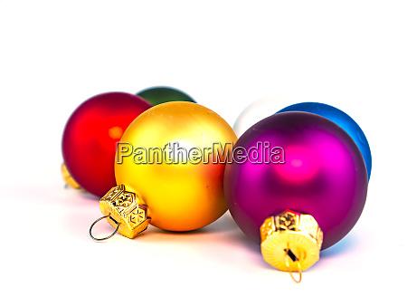 weihnachtsspielzeug auf weissem hintergrund mit platz