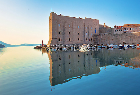 dubrovnik harbor and city walls morning