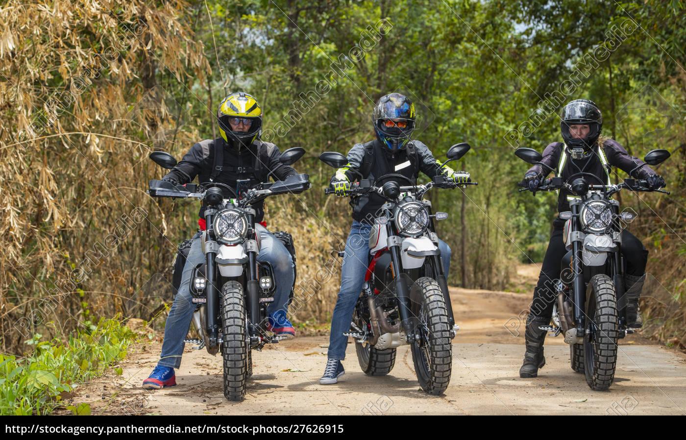 biker, fahren, off-road-motorrad, auf, feldweg, durch - 27626915