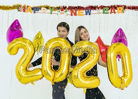 paar feiern 2020 party