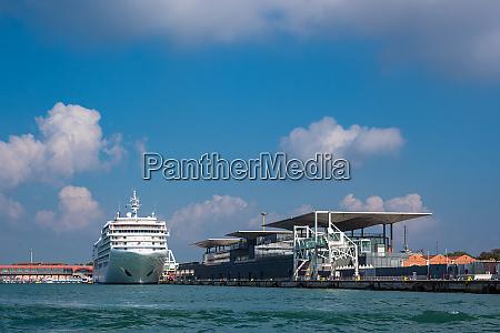 blick auf den kreuzerhafen in venedig
