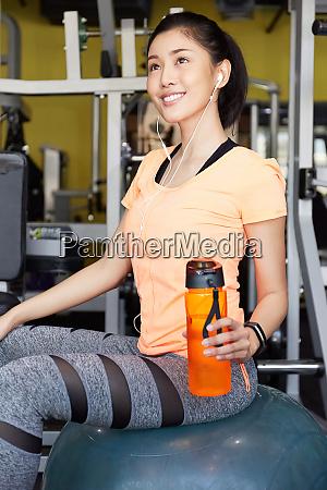 female fitness gym break