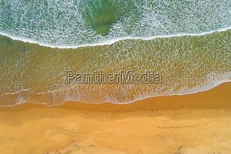 meereswellen am sandstrand