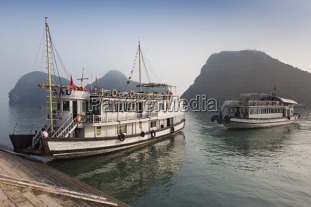 vietnam halong bay tito island water