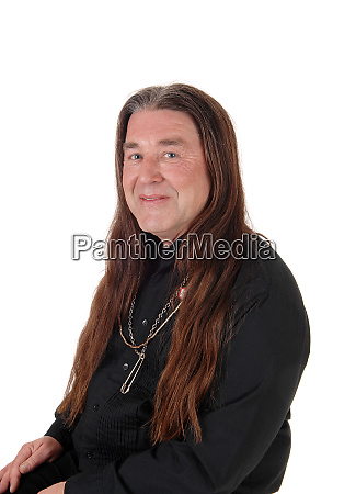 portraetbild eines indigenen mannes mit langen