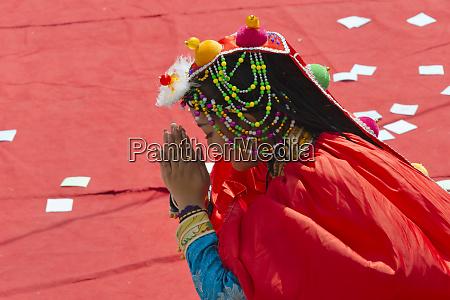 jiarong tibetan peoples dancing performance celebrating