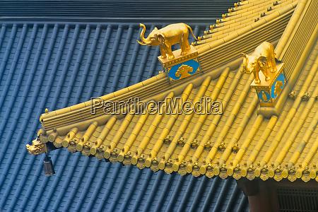 architectural details of jingan temple shanghai