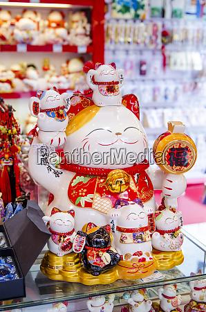 glueckskatzen in chenghuang miao city god