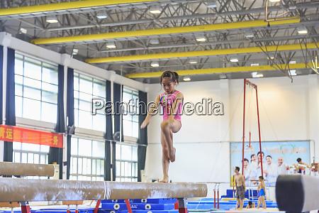 junge maedchen ausbildung in gymnastik guangzhou