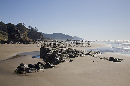 or oregon coast hug point rocks