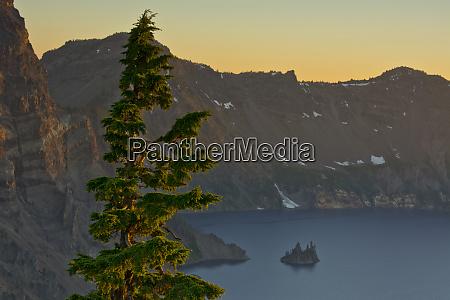 phantom ship and crater lake at