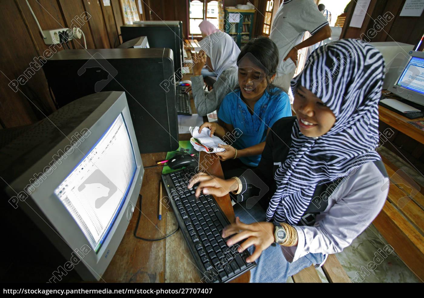 indonesia, , sulawesi, , muslim, girls, on, university - 27707407