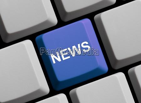 neuigkeiten auf der blauen computertastatur