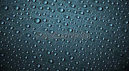 dunkelblauer hintergrund mit wassertropfen