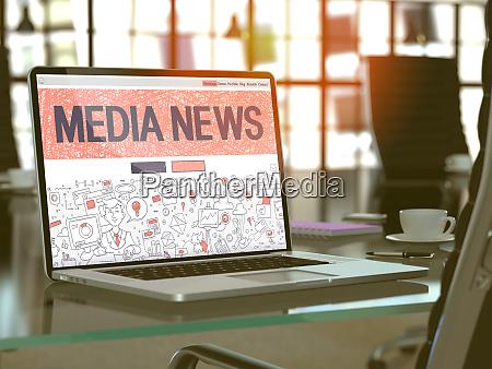 mediennachrichten konzept auf laptop bildschirm
