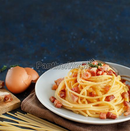 traditionelleitalienische, gericht, spaghetti, carbonara - 27741298