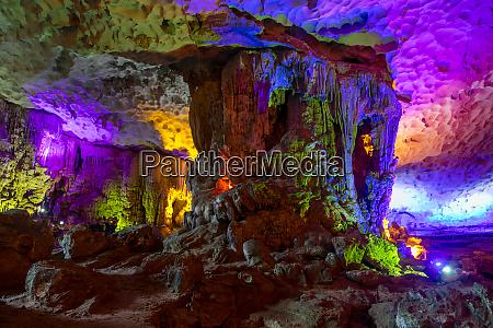 hang sung sot cave halong bay