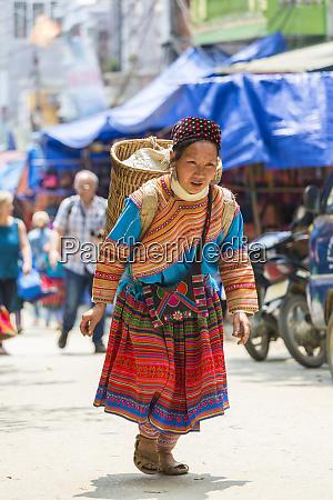 blume hmong staemme frau rueckkehr nach