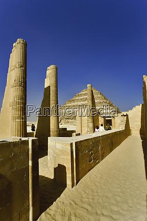 stufenpyramide in saqqara einer der fruehesten