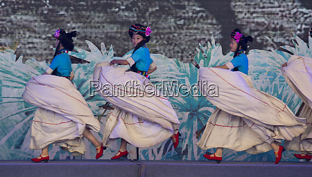 ethnic dancers performing kunming ethnic minorities