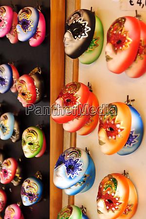 italien venedig opernmasken schmuecken den markusplatz