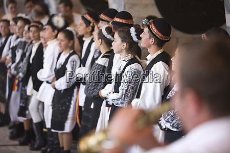 rumaenien brasov musik und tanz im