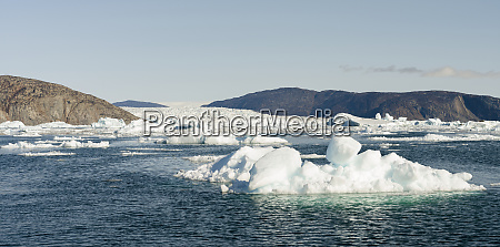 icebergs in the uummannaq fjord system