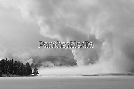 thermische landschaft entlang des firehole river