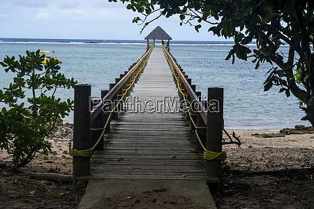 langer holzsteg korallenkueste viti levu fidschi