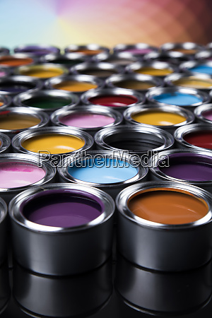 regenbogenfarben gruppe von zinn metalldosen