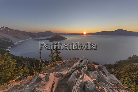sunrise light at crater lake national