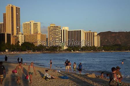 usa hawaii oahu honolulu waikiki people