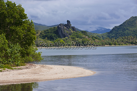 the linderalique rocks in hienghene at