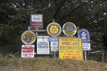 signs welcoming visitors to the town