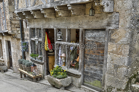 france saint cirq lapopie storefronts along