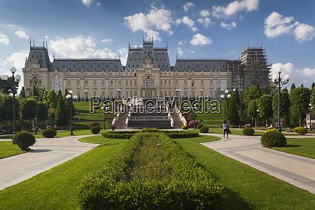rumaenien moldawien iasi kulturpalast tagsueber