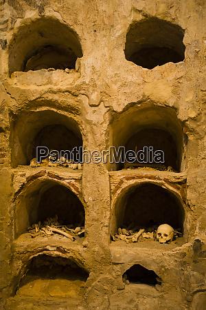 menschliches skelett roemische katakomben cartagena spanien