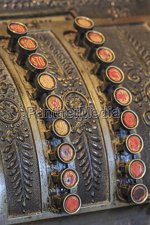 antike schluessel an der kasse harrison