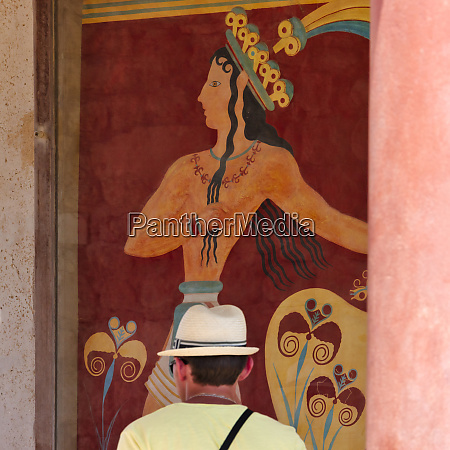 tourist at the minoan palace at