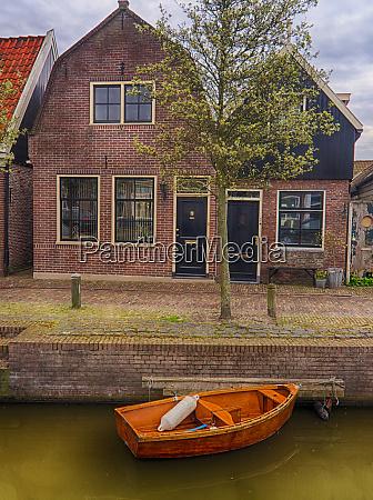 niederlande monnickendam haeuser und kanal