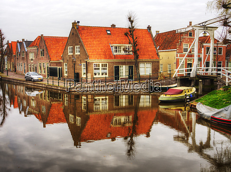 netherlands monnickendam homes and canal