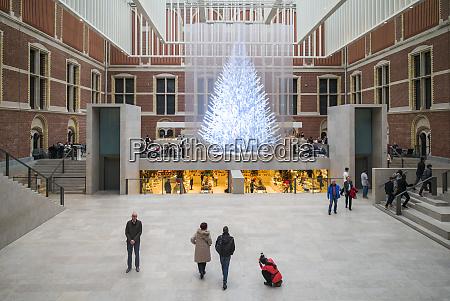niederlande amsterdam rijksmuseum eingangshof mit holographischem