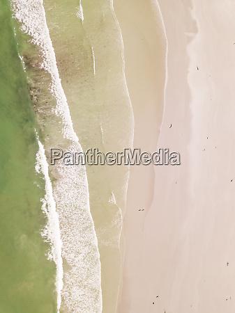 luftaufnahme des leeren milnerton strandes in
