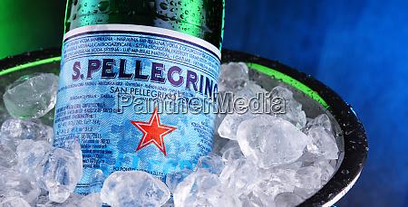 flasche san pellegrino mineralwasser